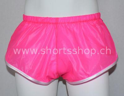 Nylon Shorts Dennys aus sehr leichtem, pinkfarbigem Gewebe.
